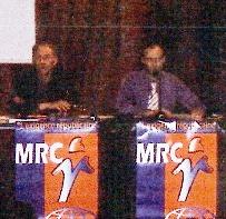 A la tribune de l'Auditorium (salle Saintonge) : Serge MAUPOUET aux côtés de Gérard PIERRE (Professeur honoraire de physique)